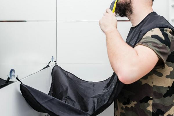 Baveta cu ventuze pentru strangerea barbii