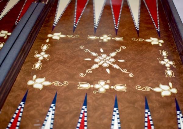 Table de joc din lemn lacuit