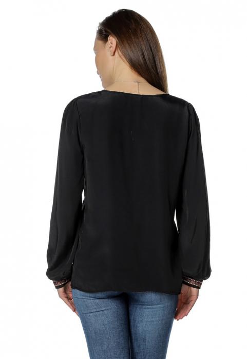 Bluza casual tip ie neagra cu ciucuri B136