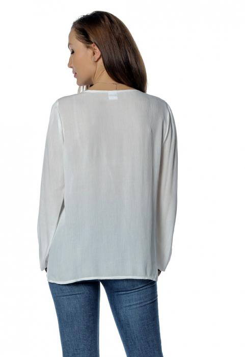 Bluza casual tip ie alba cu ciucuri B140