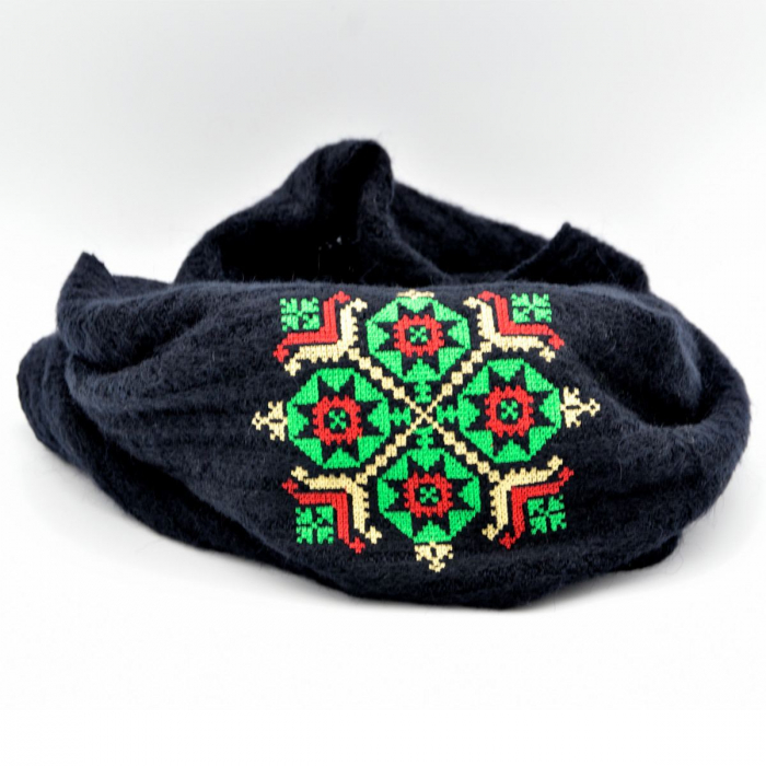 Fular bleumarin cu broderie traditionala