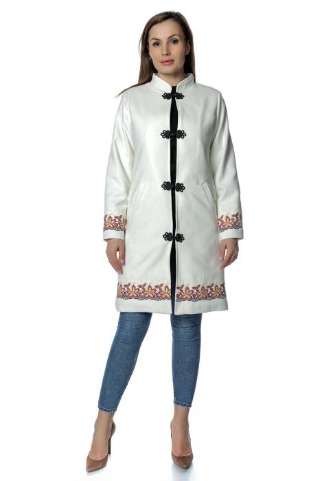 Palton alb de dama din stofa cu aplicatii brodate PF31