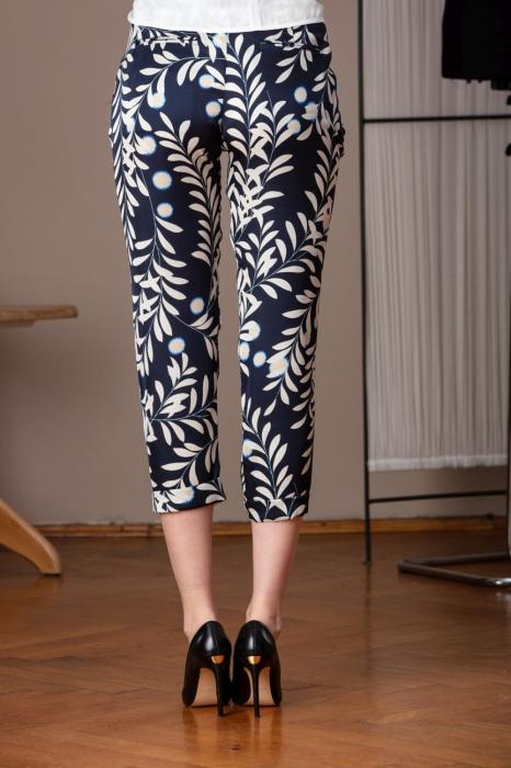Pantaloni trei sferturi din vascoza imprimata Elixir