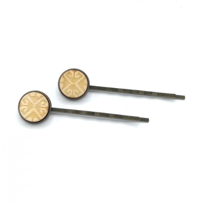 Set agrafe din lemn cu model traditional 01