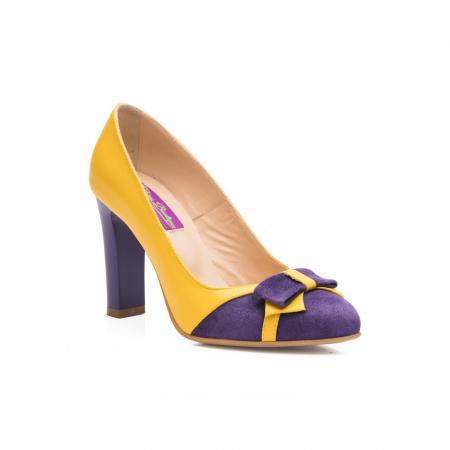 Pantofi eleganti galbeni cu insertie mov din piele