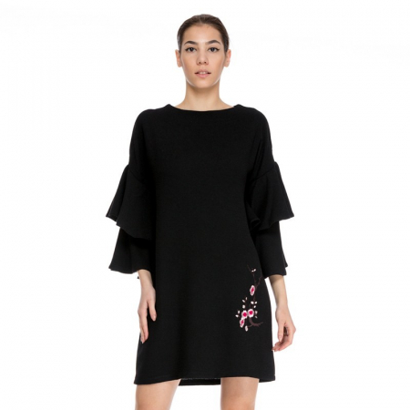 Rochie neagra tip sac cu aplicatie florala VR018