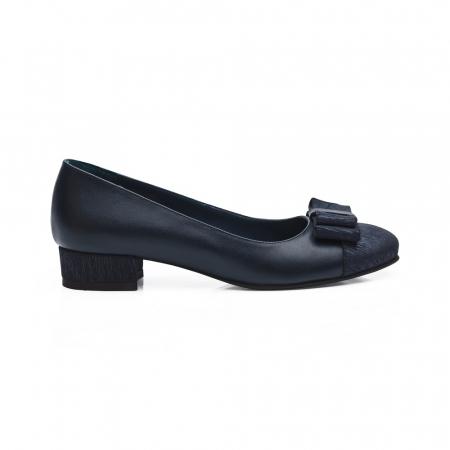 Pantofi bleumarin cu toc mic din piele naturala