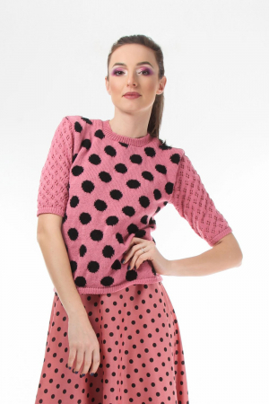 Bluza dama tricotat roz cu buline negre si maneci trei sferturi