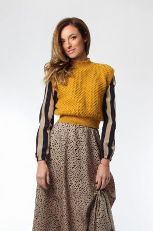 Vesta dama tricotata galben sofran cu guler inalt
