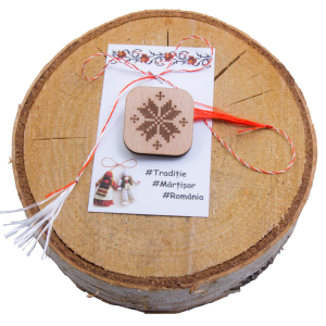 Martisor brosa lemn gravat motive traditionale