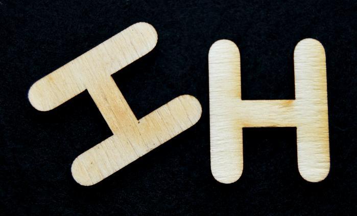 "Litera din lemn ""H"""