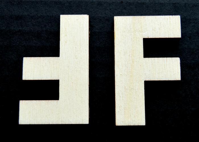 """Litera din lemn """"F"""""""