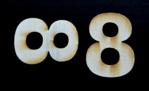 "Cifra din lemn ""8"" - 4.5 x 3.4 x 0.4 cm"