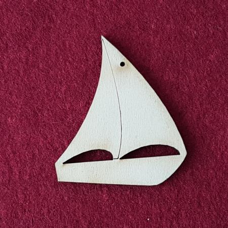 Decoratiune din lemn in forma de corabie