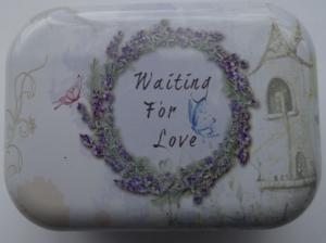 cutie-decorativa-din-metal-waiting-for-love-2