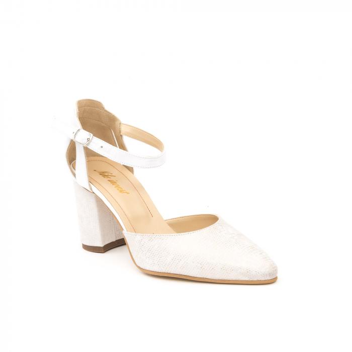 Pantofi dama eleganti decupati piele Nike invest 1207, alb auriu 0