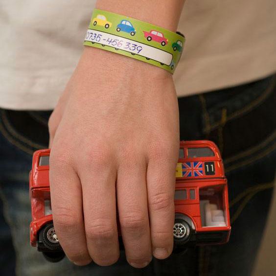 Brățară refolosibilă de identificare pentru copii Infoband - Cu mașini retro