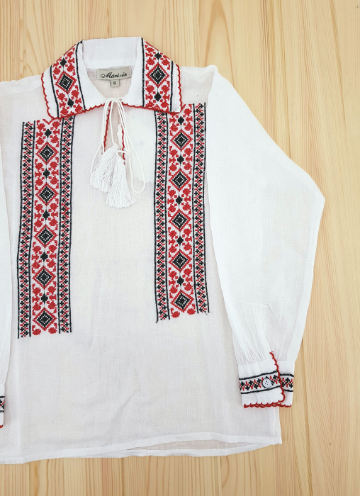 Ie traditionala Baieti Andrei 2