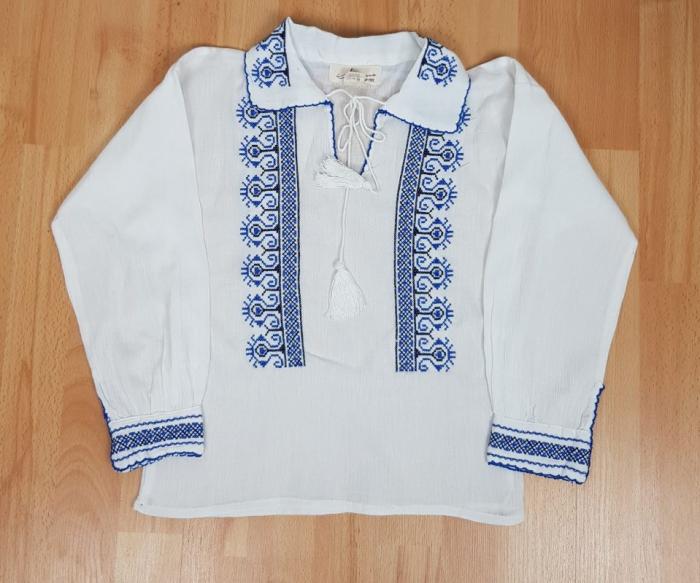 Ie traditionala Baieti Mircea