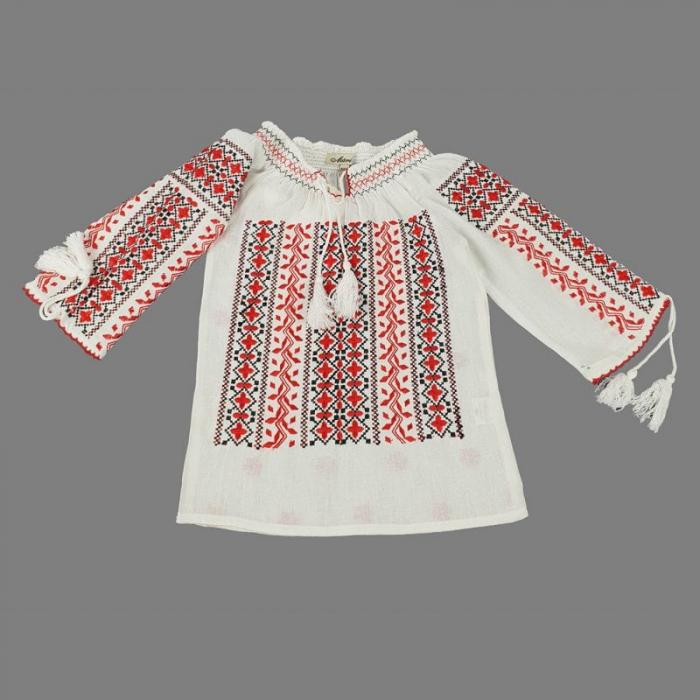 Ie traditionala Fetita Ludmila
