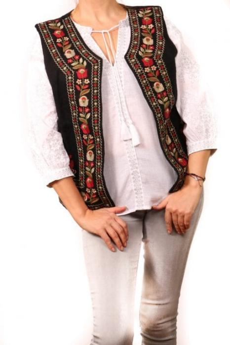 Vesta brodata cu model traditional Daria