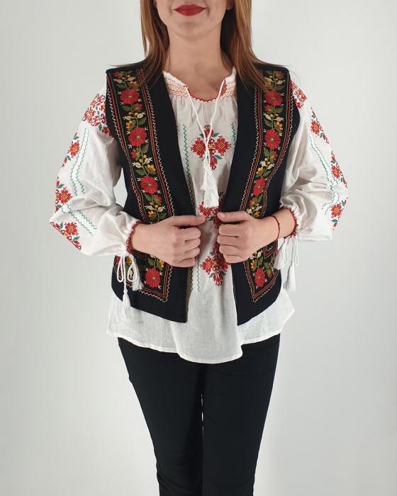 Vesta brodata cu model traditional Filipa