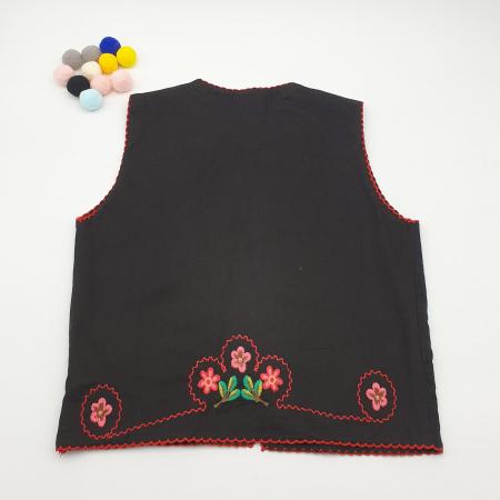 Vesta traditionala fetite