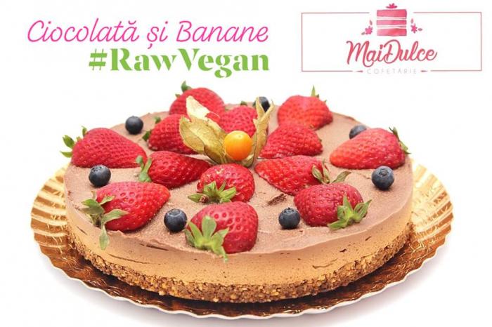 tort raw vegan cu ciocolata si banane