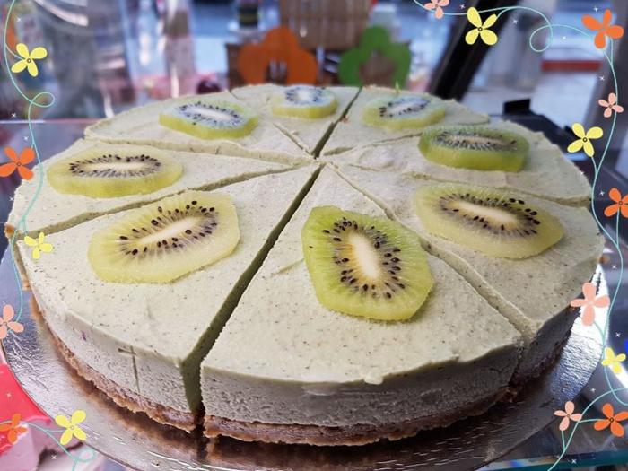 tort raw vegan cu kiwi