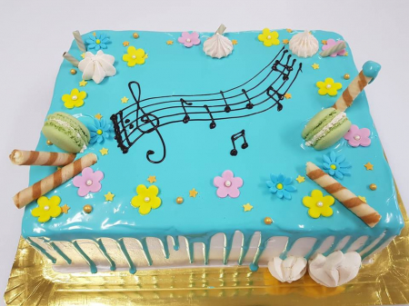 Tort cu glazura albastra