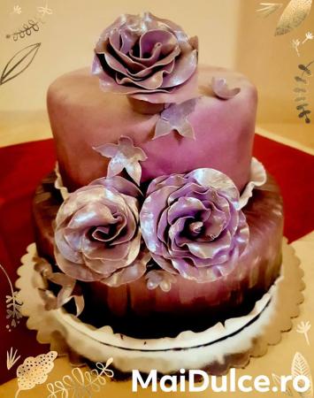 Tort cu martipan si flori din pasta de zahar