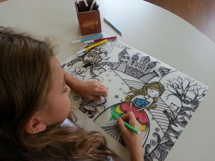 Promo Plansa desen de colorat reutilizabila - printul si printesa, Carioca.