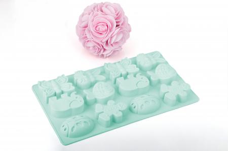 Forme din silicon în forma de animalute, ideale pentru masa copiilor.