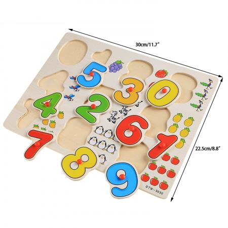Joc puzzle incastru cu cifre din lemn multicolor.