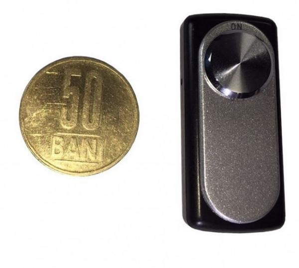 Reportofon spion minuscul 8 Gb - 20 de ore autonomie