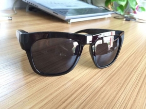 Camera Video Spion Perfect Camuflata in Ochelari de Soare cu Lentila Mascata in Rama 720p, 32GB