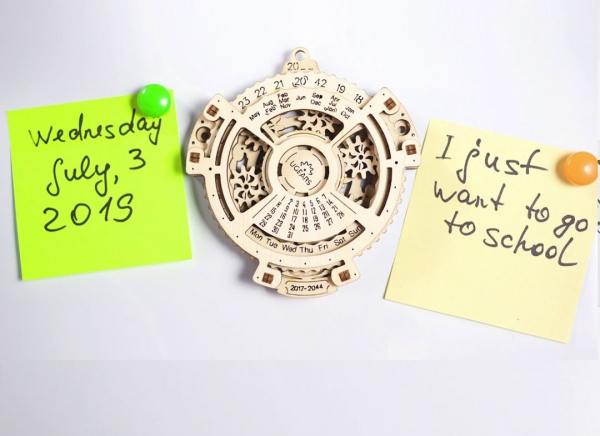 Calendar Steampunk din Lemn Ugears 1