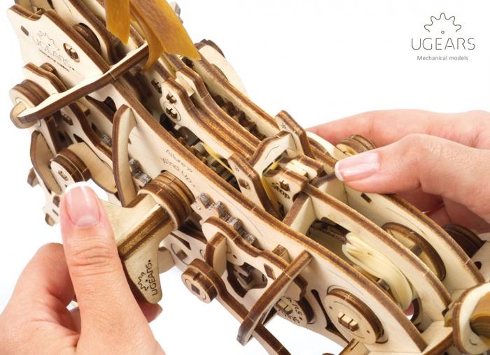Puzzle 3D Cal Bionic din lemn Ugears 14