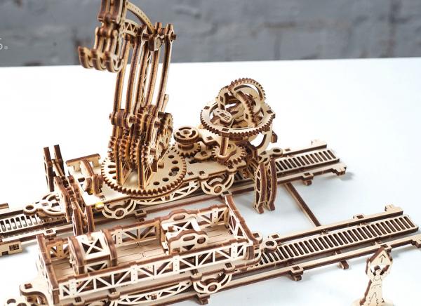 Puzzle 3D Macara pe Sine din Lemn Ugears 23