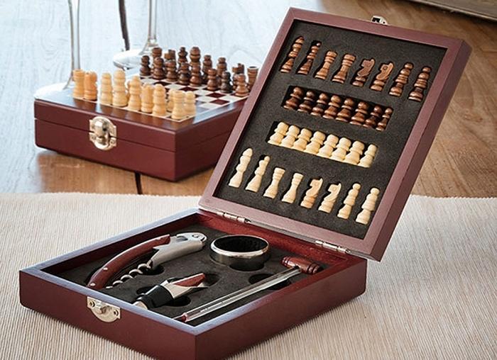 Caseta Deluxe de sah si accesorii pentru vin 0