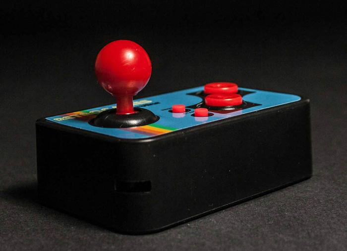 Consola de jocuri vintage, ultra-portabila