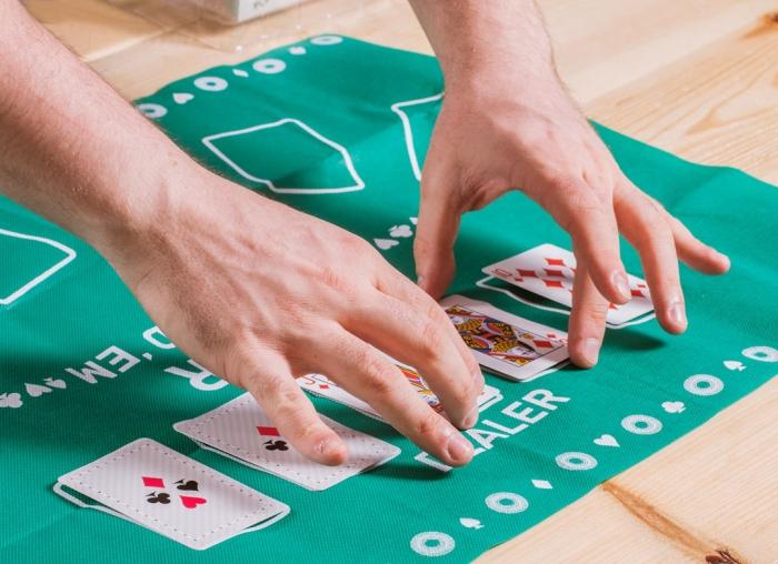 Joc de poker pentru birou | MindBlower.ro 3