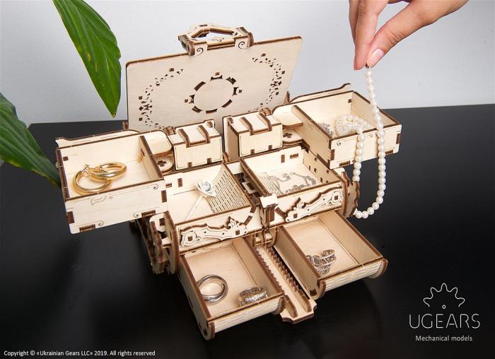 Puzzle 3D Cutie antica de bijuterii Ugears 0