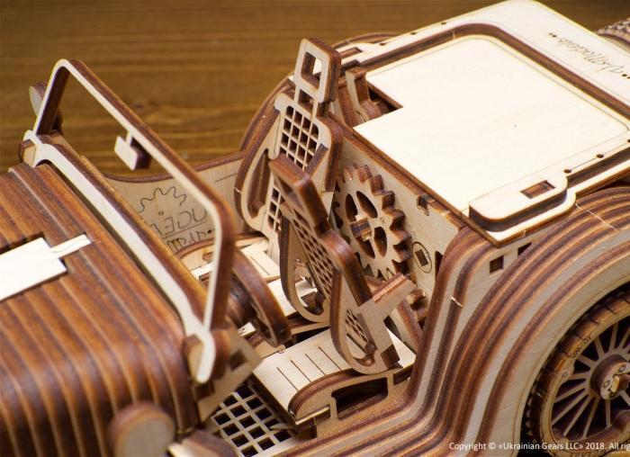 Puzzle 3D Model Roadster VM-O1 din lemn Ugears 13