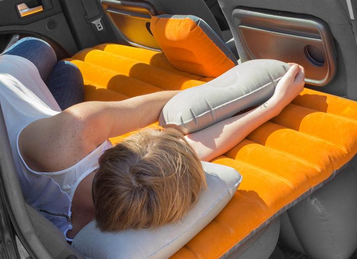 Saltea auto gonflabila cu doua perne 1