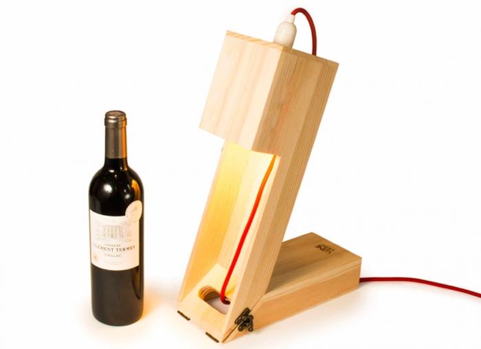 Suport din lemn veioza pentru vin 2