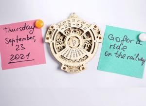 Calendar Steampunk din Lemn Ugears2