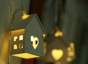 Instalatie de lumini LED Casute de Lemn4