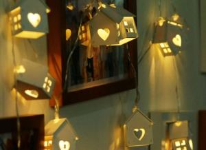 Instalatie de lumini LED Casute de Lemn3