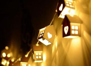 Instalatie de lumini LED Casute de Lemn0